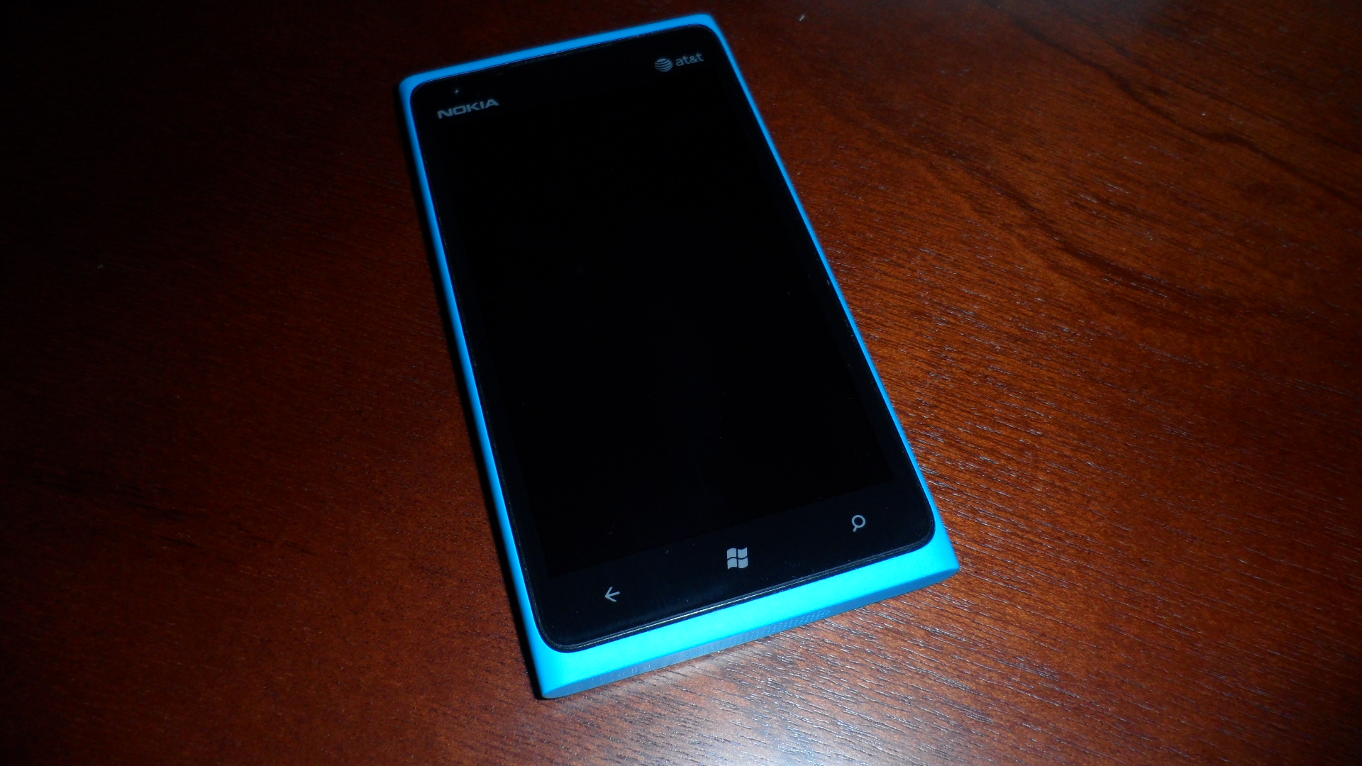 Nokia Lumia 900 in iridescent Cyan